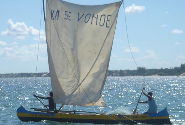 Sailing canoe activity