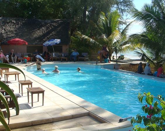 La grande piscine de l'hôtel Bamboo CLub Ifaty